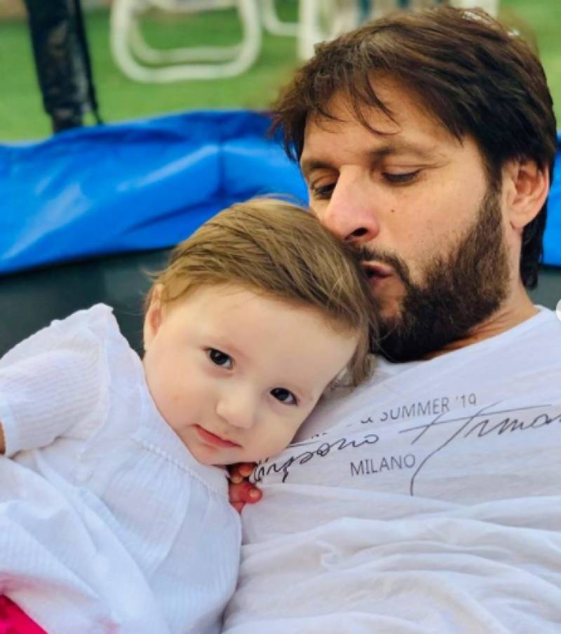 Shahid Afridi video listening Asma-ul-Husna with little daughter goes viral