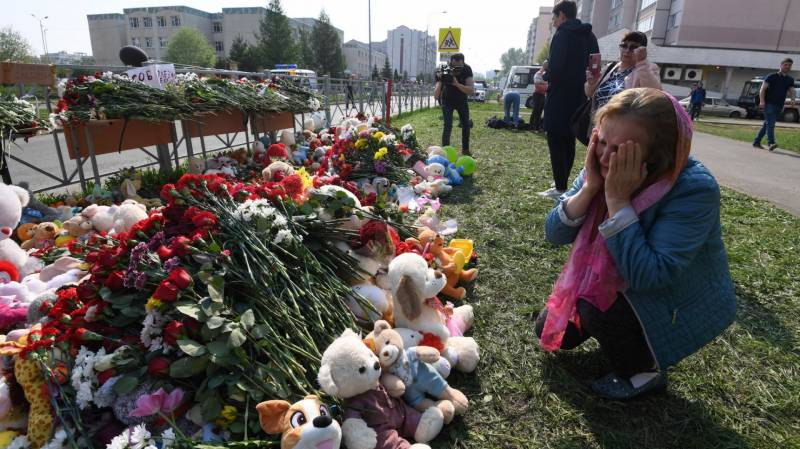 Russians mark day of mourning after school shooting
