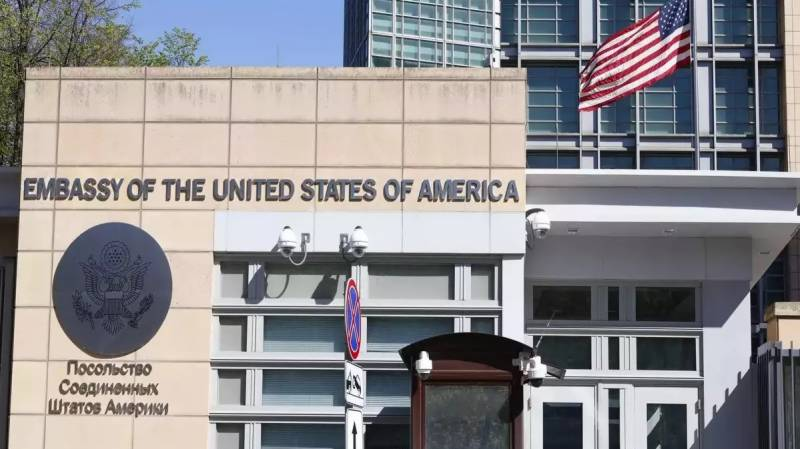 US halts consular services in Russia after diplomatic row
