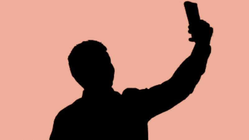 Selfie craze takes another life