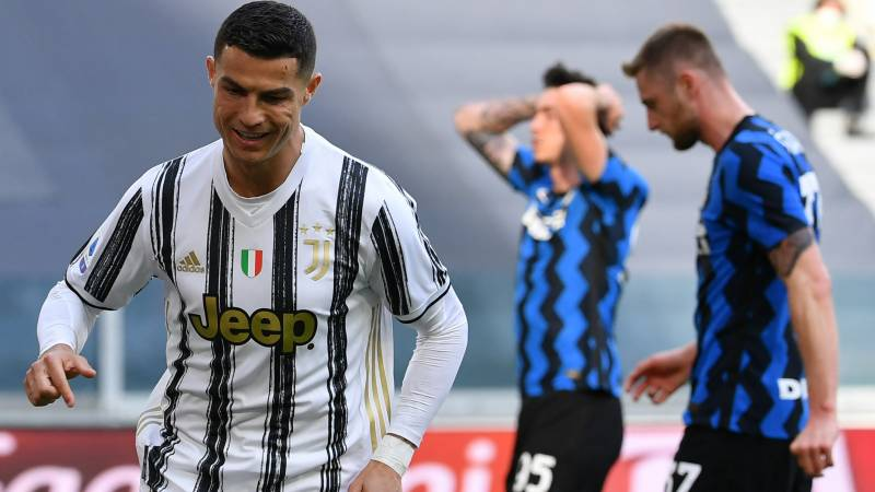 Ten-man Juve beat Inter to keep Champions League hopes alive