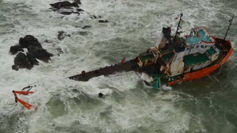 127 missing after vessel sinks in India cyclone: navy