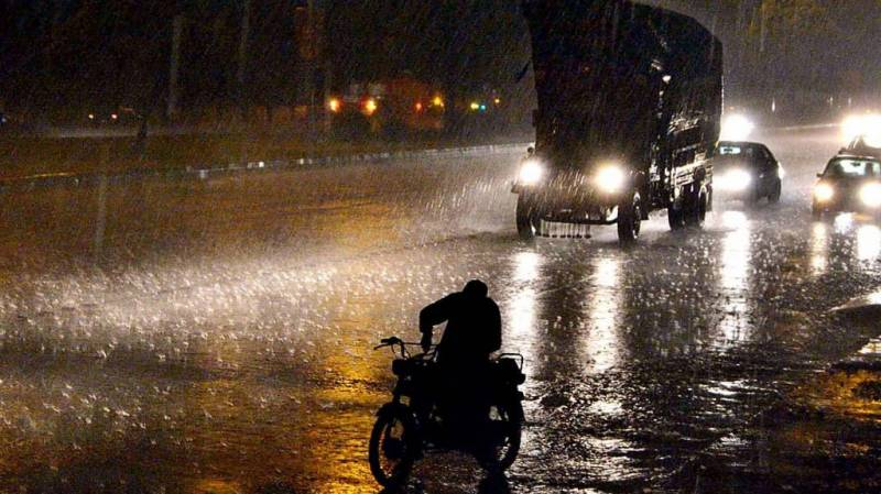 Rain alert issued for south-eastern Sindh districts as Tauktae lashes Gujarat