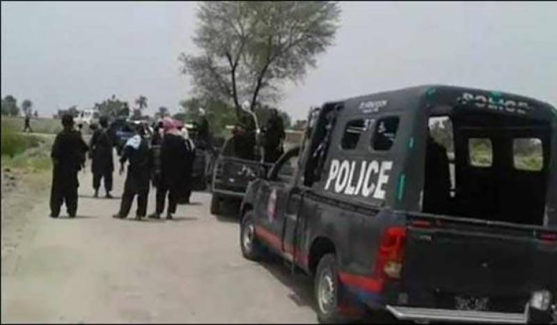 Three policemen killed, 9 injured in firefight with kidnapers in Shikarpur