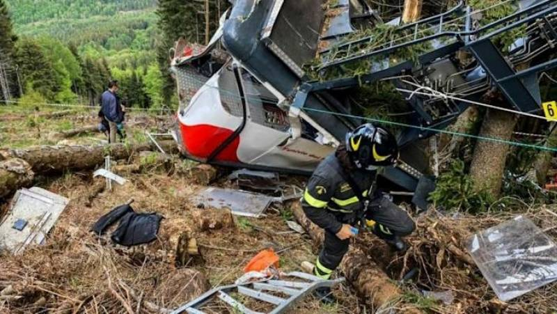 Deadly Italy cable car crash probed as child fights for life