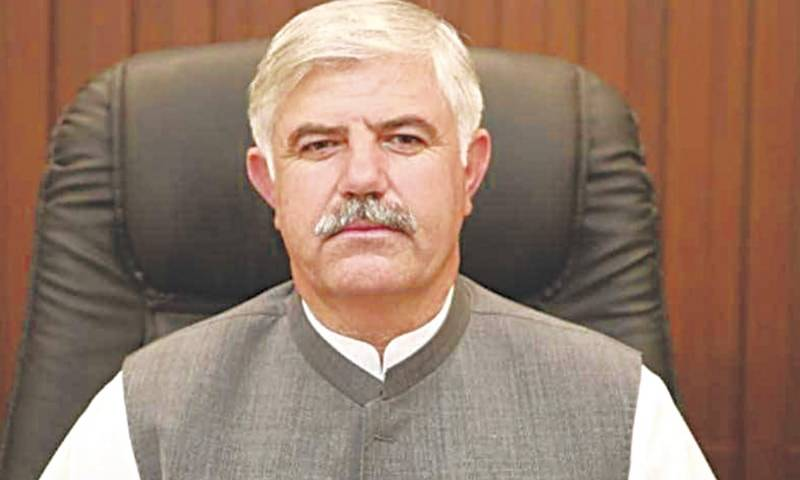 KP CM pays surprise visit to DC office Peshawar in disguise