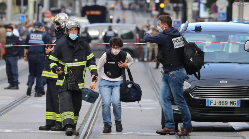 Suspect in French knife attack on policewoman killed in shootout