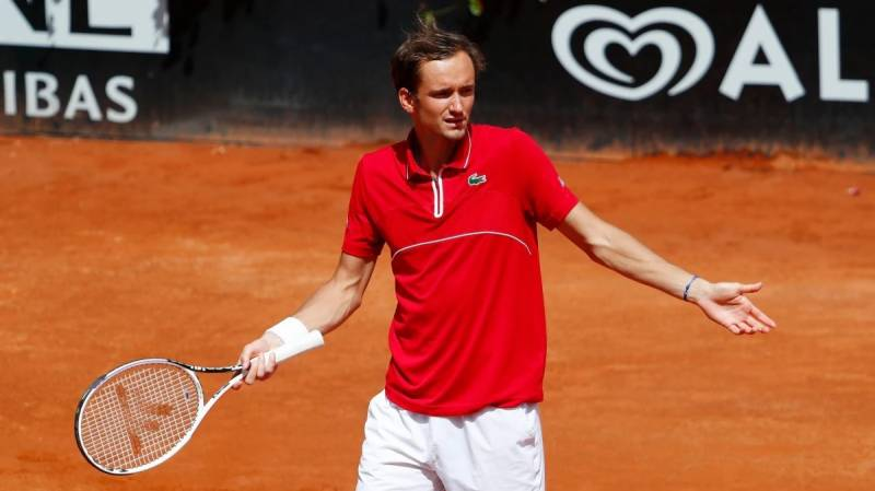 Medvedev set to maintain French Open's legacy of unorthodox Russians