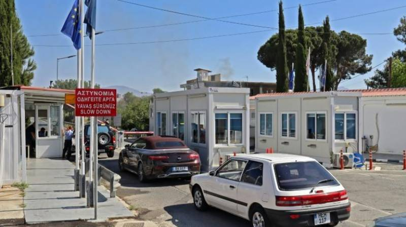 Cyprus crossings reopen as Covid restrictions eased