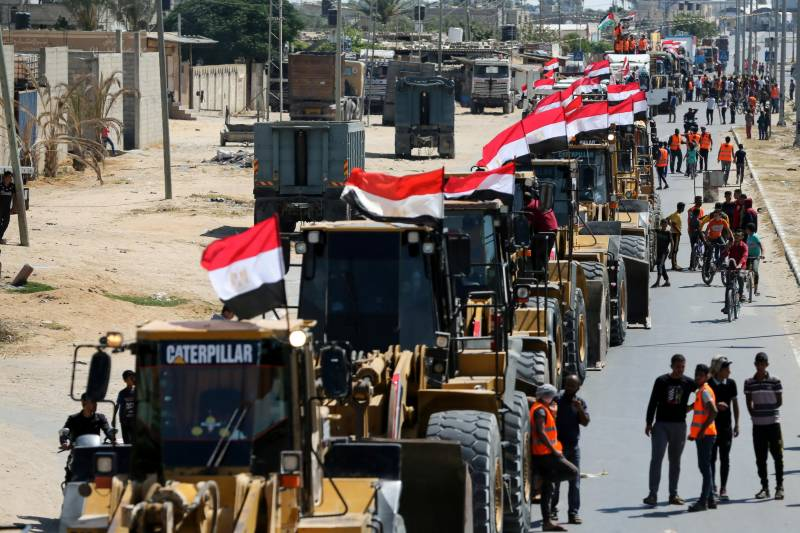 Egypt sends 'reconstruction' convoy to bombed-out Gaza