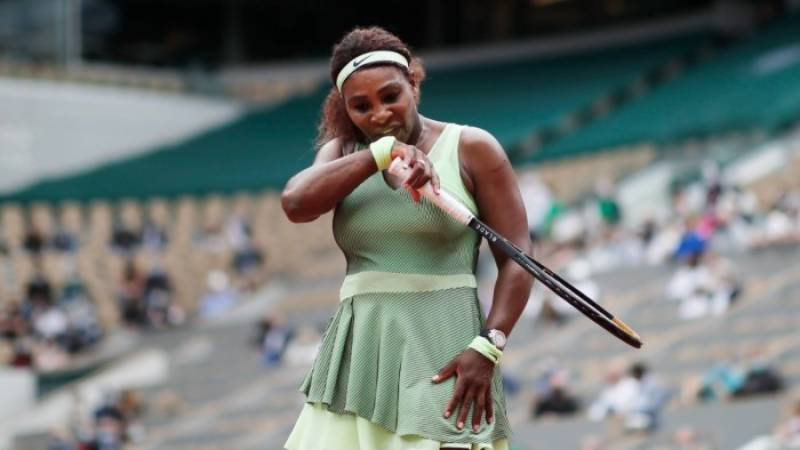 'Nobody else is Serena': Williams powers into French Open last 16