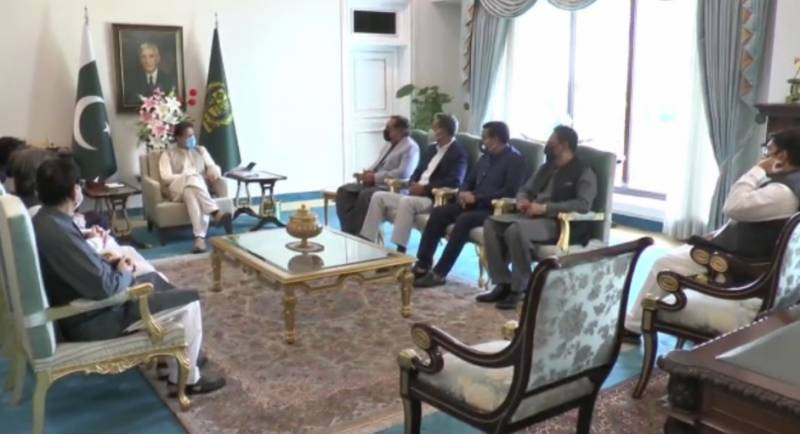 Imran pledges to allocate funds for new census in meeting with MQM