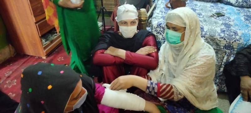 Red Crescent training KP eunuchs for first-aid provision