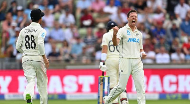 Boult at the double before England recover in second Test