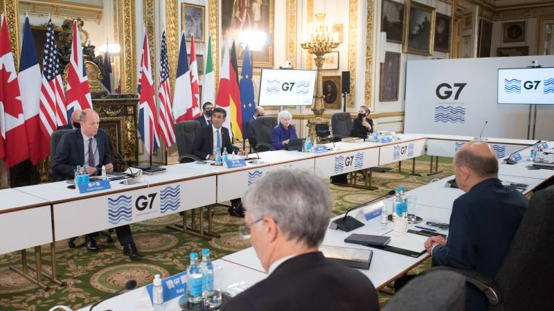G7 leaders target one billion jabs and climate drive