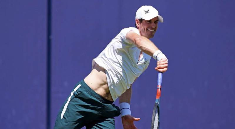 Murray eases through on comeback at Queen's