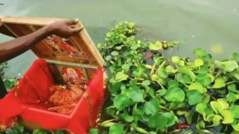 Indian baby found in box floating on Ganges
