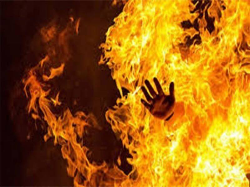 Man spares niece, sets her paramour to fire in Shujabad