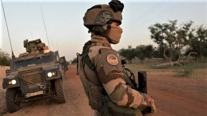 Six French soldiers, four civilians injured in Mali suicide attack