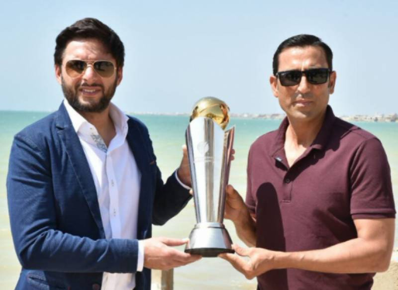 Younis Khan advises Shahid Afridi to switch cricket with politics