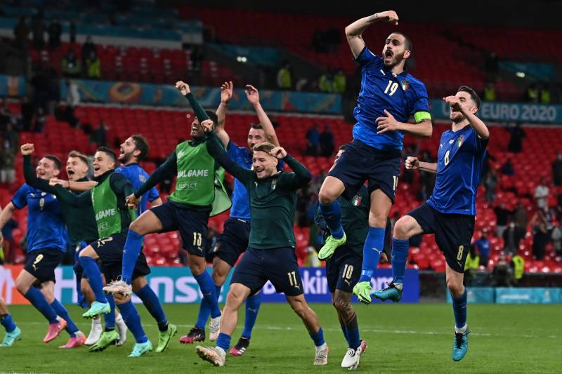 Italy see off battling Austria to join Denmark in Euro 2020 quarters