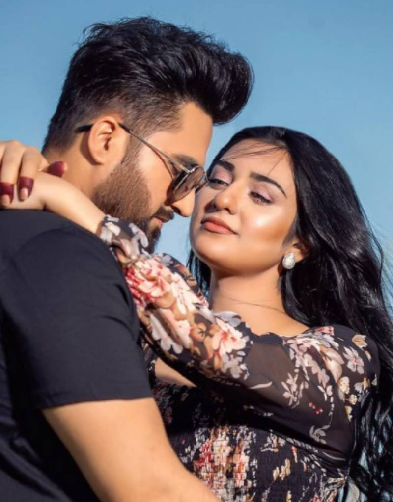 Sarah Khan, Falak Shabbir are bestowed with the title of 'chichora couple'