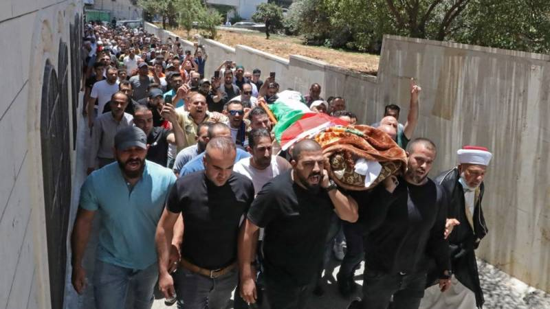 Thousands mourn Palestinian activist who died in custody
