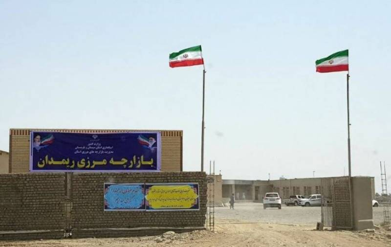 Iran closes border with Pakistan over Covid-19 fears