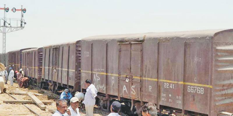 Freight train breaks down at Jahanian station