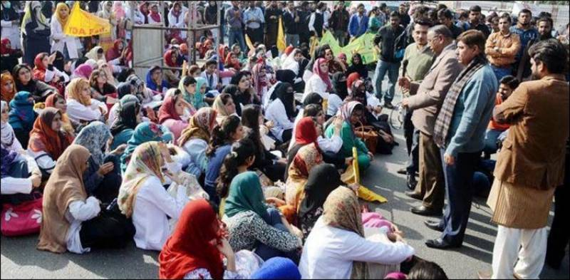 Young doctors block Murree Road against new NLE exam