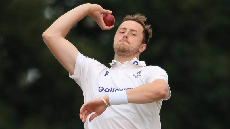 England paceman Robinson free to resume career after tweet storm