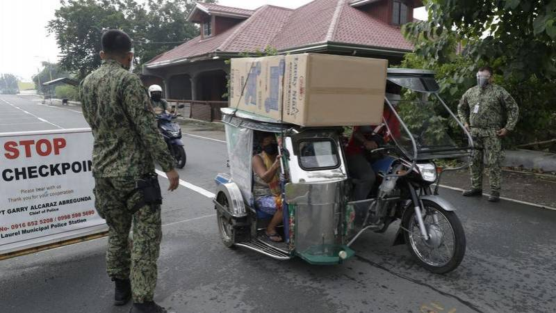 More than 2,000 flee as Philippine volcano spews toxic gas