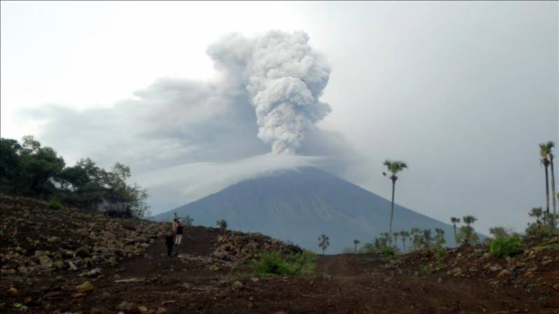 Philippines on alert for another volcano eruption as thousands flee