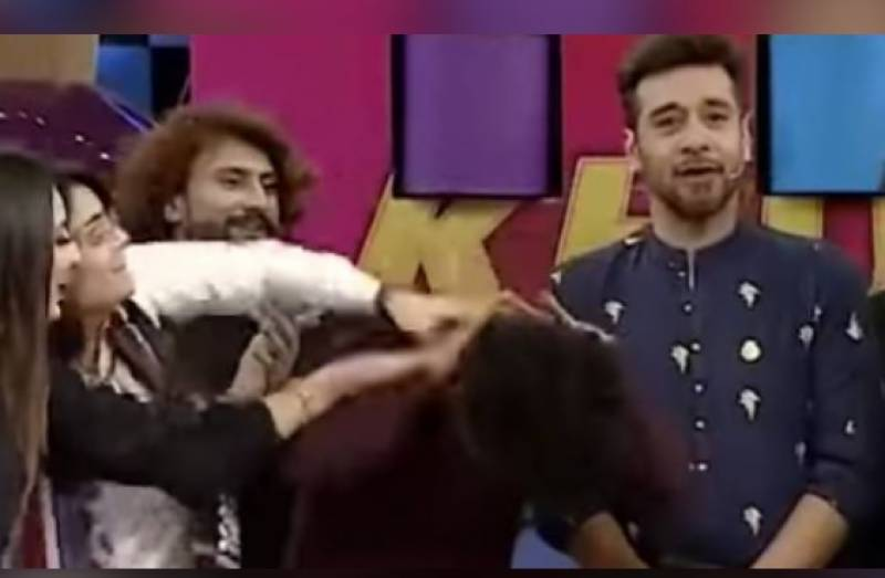 Faysal Quraishi storms out of show due to uncultured 'sweet slaps'