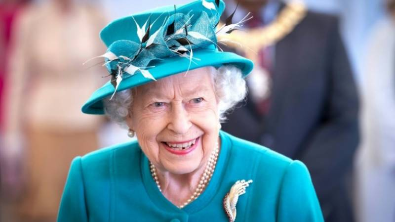Queen to honour UK health workers for Covid service