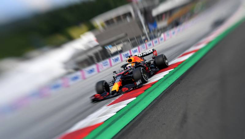 Verstappen wins in Austria to pull clear of Hamilton in title race
