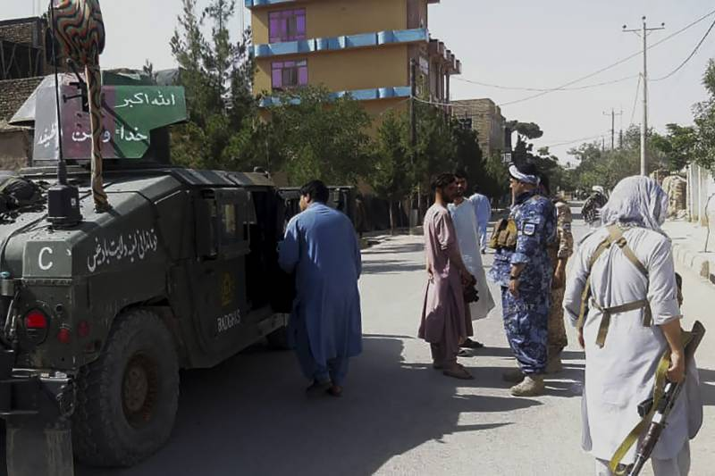 Afghan troops tell of carrying wounded to Tajikistan after commanders fled