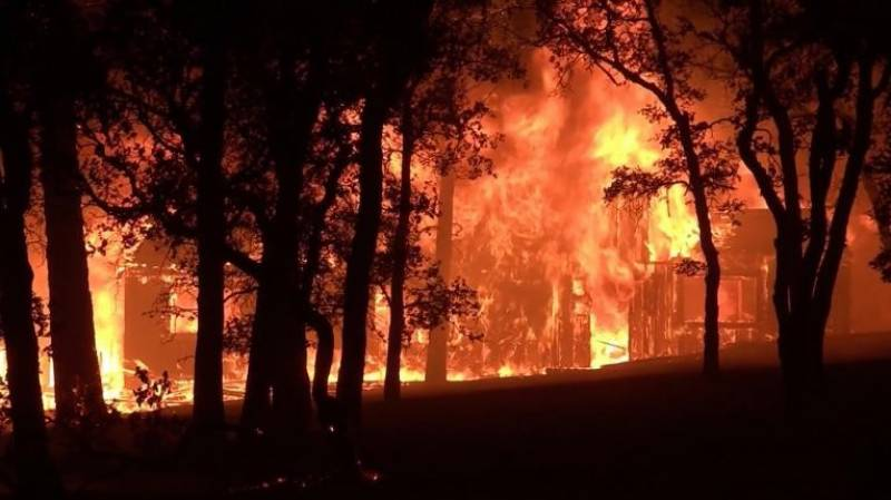 Heat warnings in western US and Canada as wildfires burn