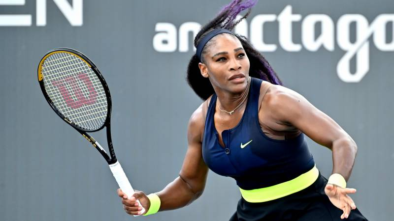 Williams crashes out of WTA top 10
