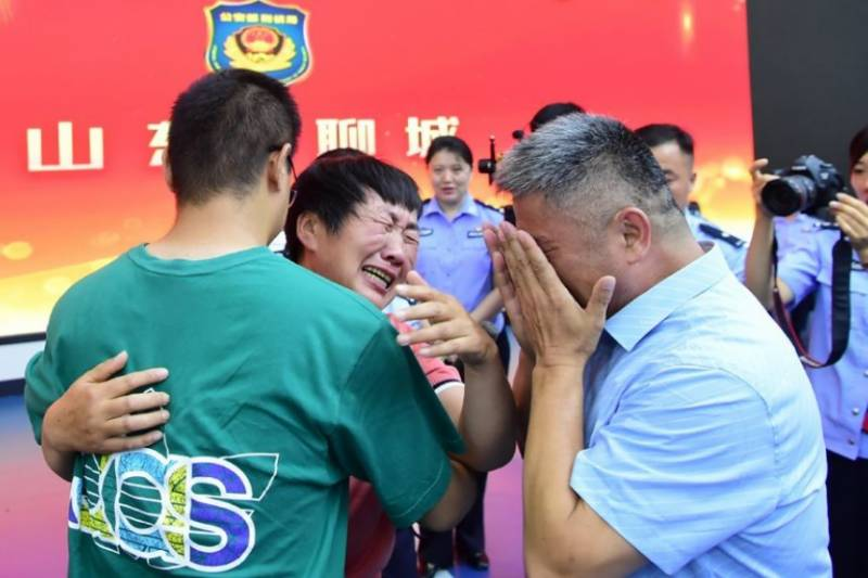 Chinese father reunited with kidnapped son after 24-year search