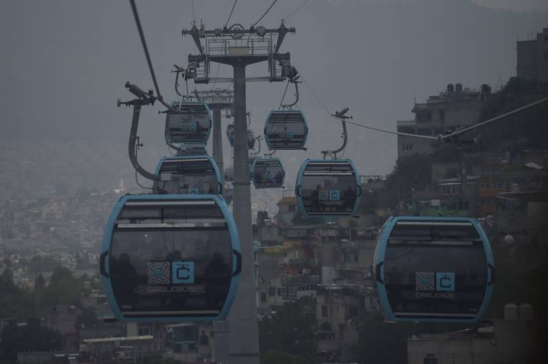 Commuters escape Mexico City gridlock in new cable car