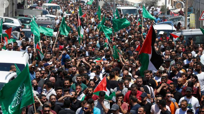 Thousands mourn daughter of jailed Palestinian activist