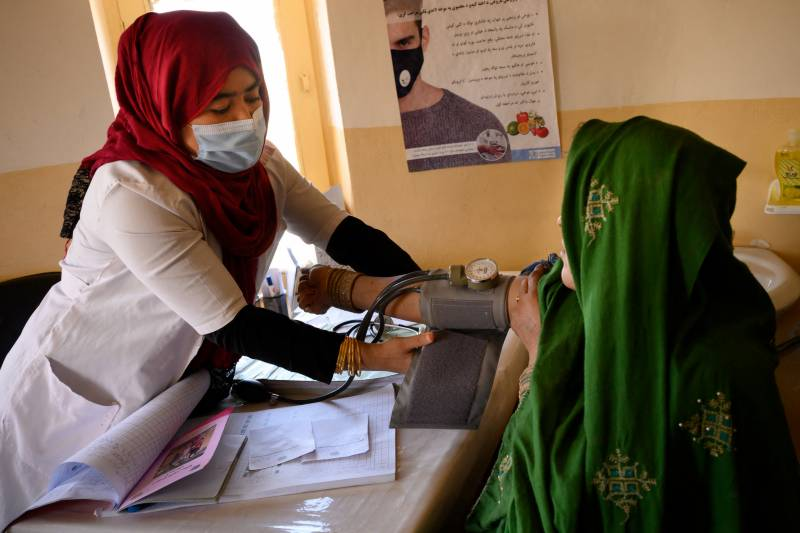 Pregnant women and mothers threatened by Afghan violence