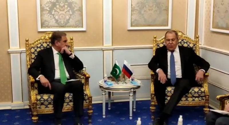 Qureshi updates Russian FM on Afghan situation