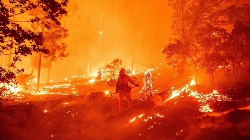 Western wildfires in US, Canada stretch firefighters' resources