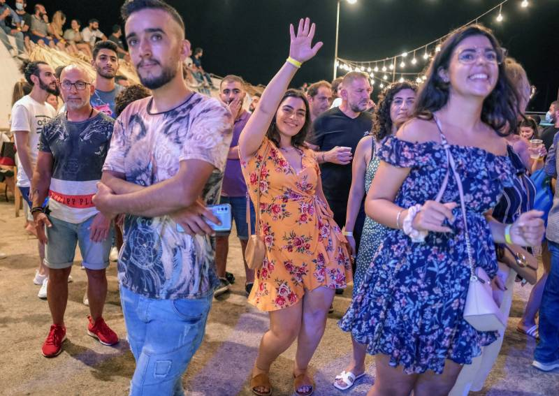 Lebanese dance, drink at annual seafood festival
