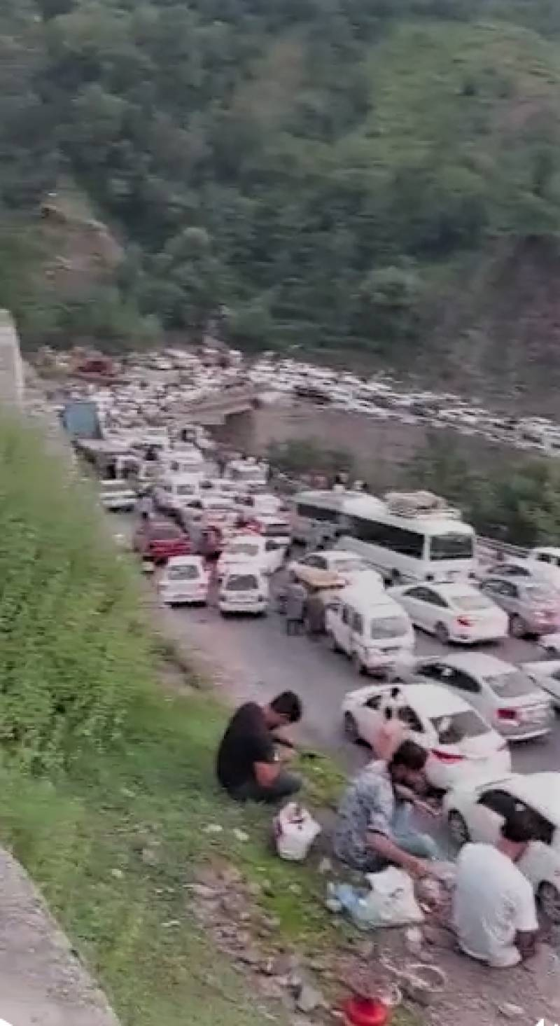 Thousands of tourists in trouble at Kaghan Valley