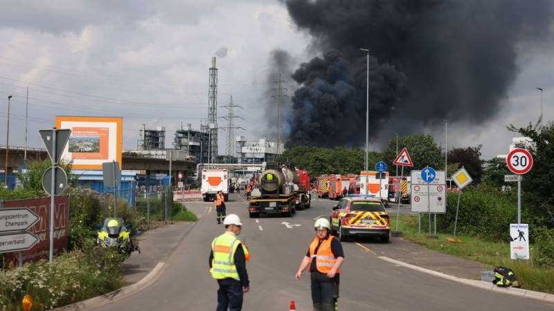 One dead, four missing in blast at German chemical park