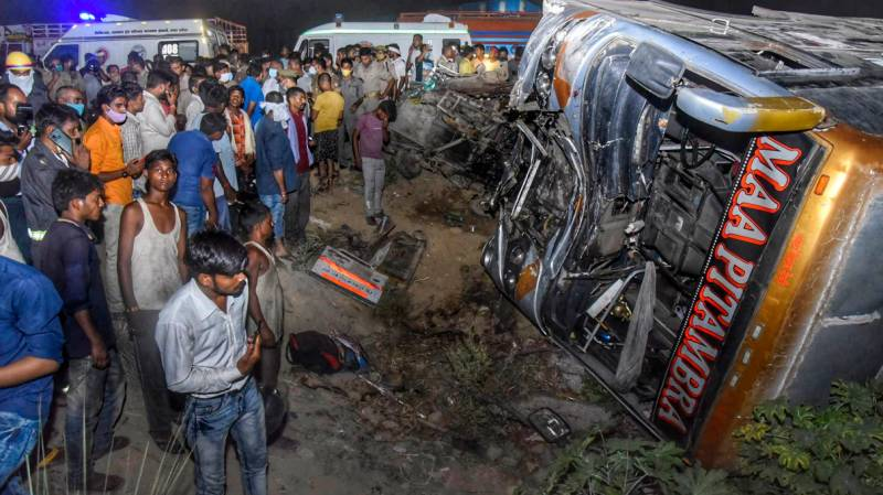 18 workers killed in India as truck rams into bus
