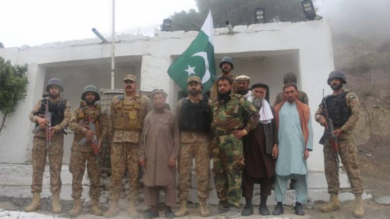 Pakistan hands over five Afghan soldiers to Afghanistan